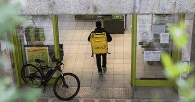 Sin empleo estable ni futuro claro: cómo la inseguridad laboral afecta a la salud de personas jóvenes