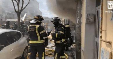 Cuatro intoxicados al incendiarse un estudio de tatuajes en Carabanchel